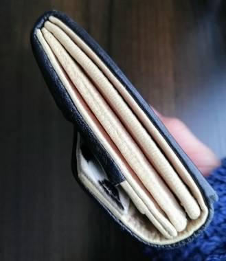 長財布の横の部分