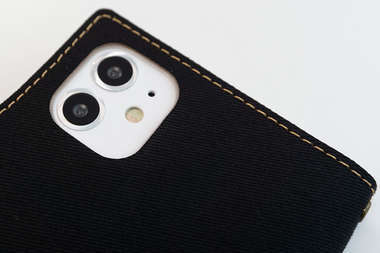手帳型スマホケースのカメラ穴