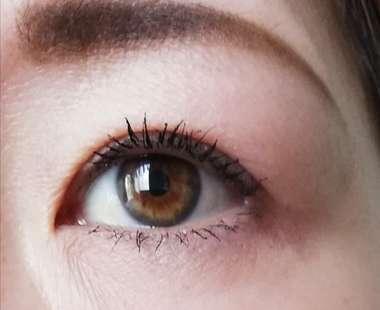 ファシオマスカラ塗布後の目