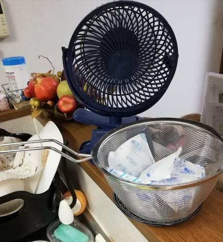 小型扇風機と保冷剤