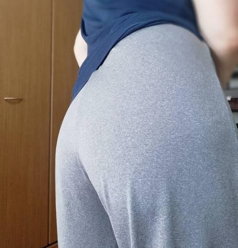 ズボンのショーツの透け感