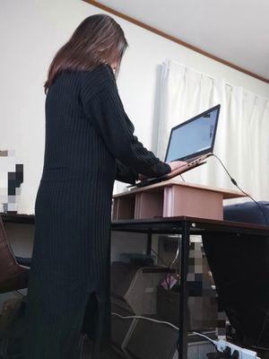 立ったままパソコン