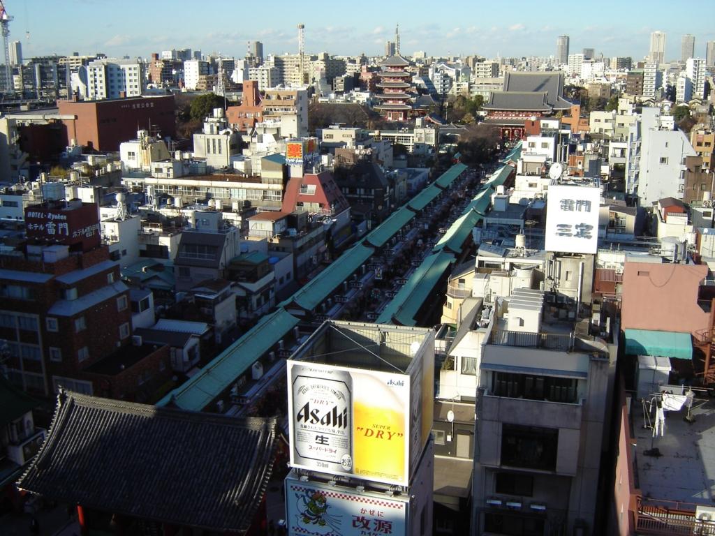 浅草観光センターの屋上から見た浅草寺
