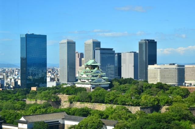 大阪城とビジネス街