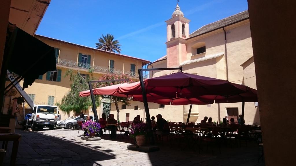 ボルディゲーラの旧市街地の広場