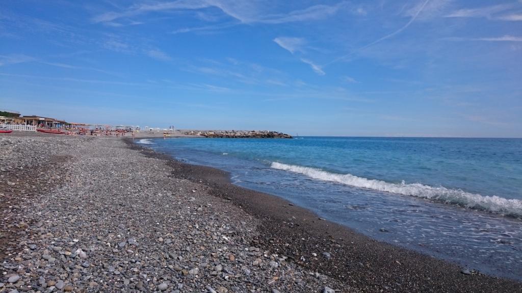 地中海に広がる青い海と青い空