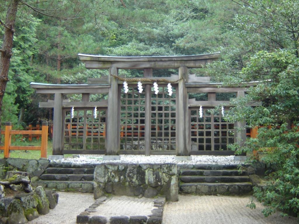 日原神社の特殊な形の鳥居