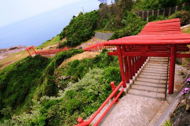 比較的新しいが、絶景に建てられた元乃隅稲成神社