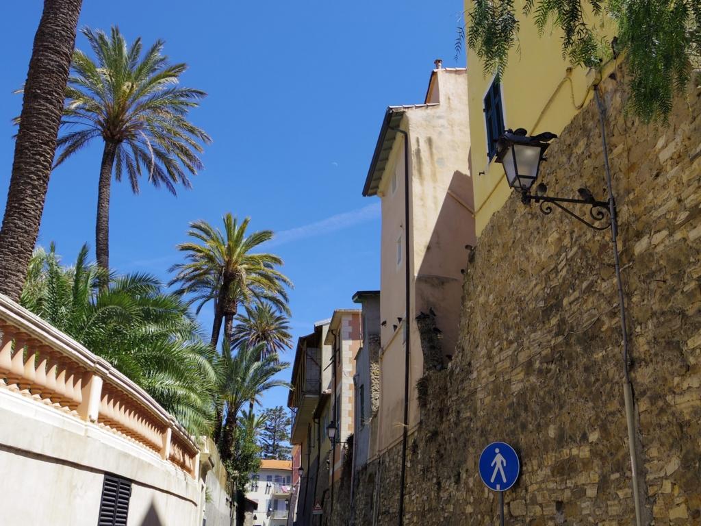 旧市街の細い路地