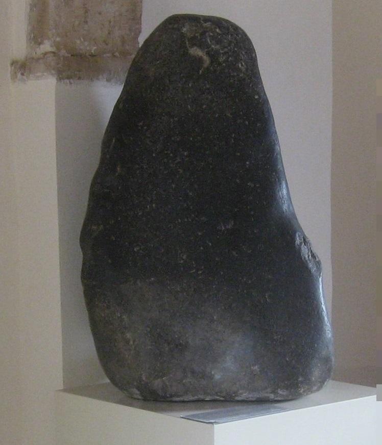 アフロディテ信仰の際に敬われていたと考えられる巨石(隕石)