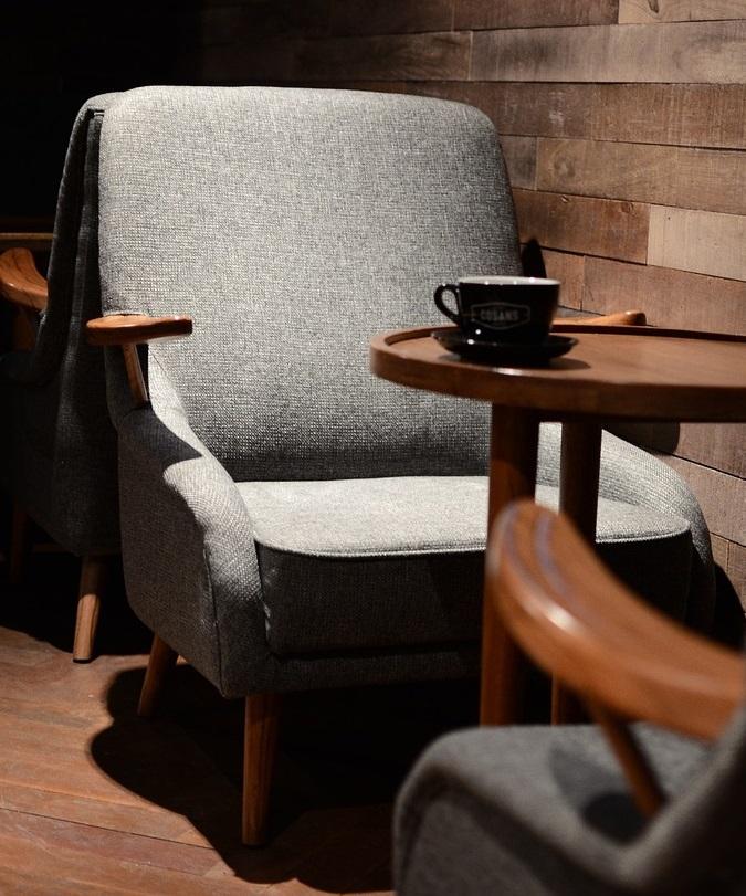 椅子に座ること