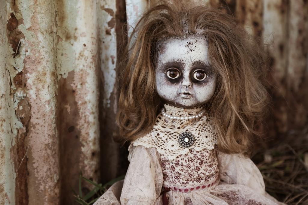 恐ろしい呪いの人形