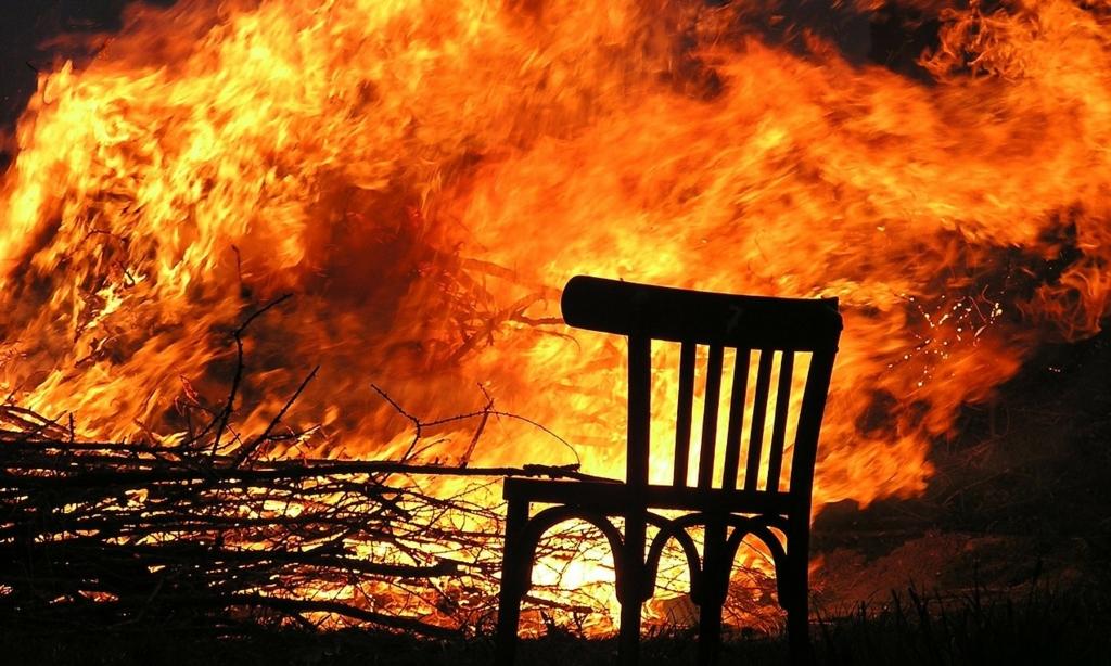 ブログが燃え上がってしまったらどうすればいいのか