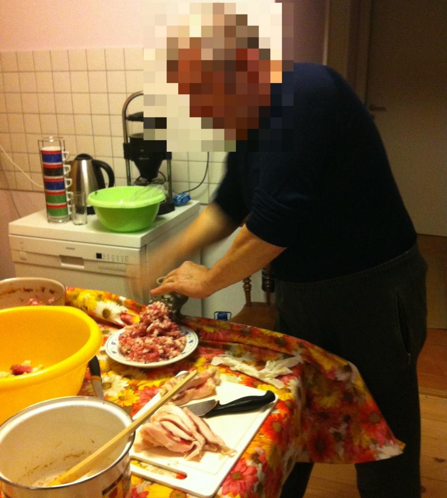 肉をミンチにする1