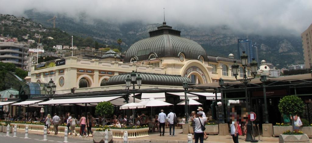 カジノ モンテカルロ前の伝統ある高級レストラン