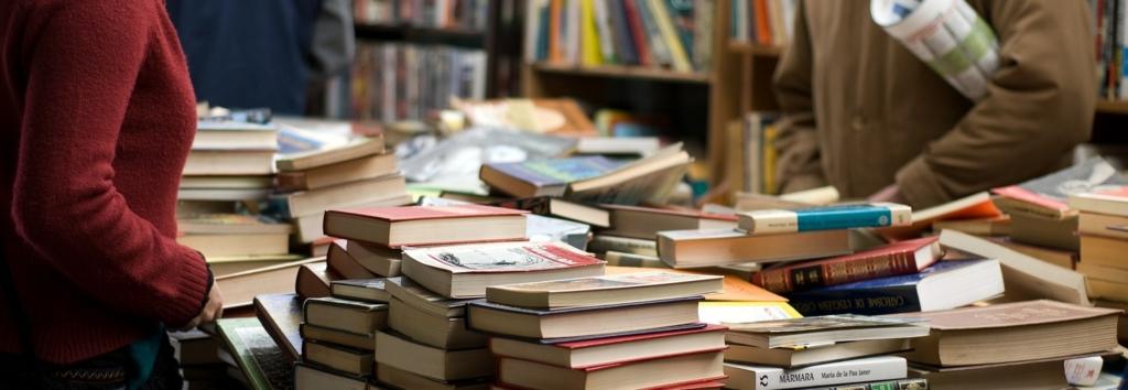 本屋にはいろんな関心を持った人が集まる