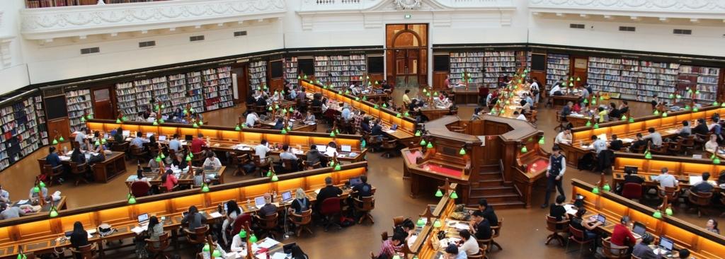 図書館にこもりがちな大学生活