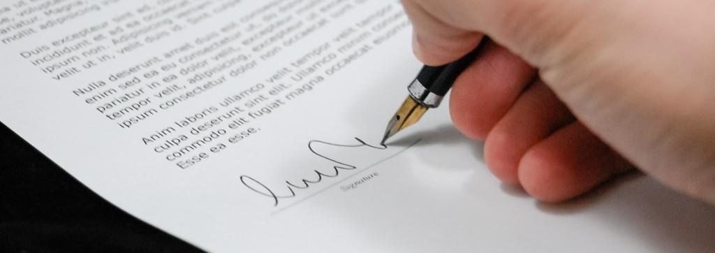 書類に署名を入れることで、匿名性を薄める