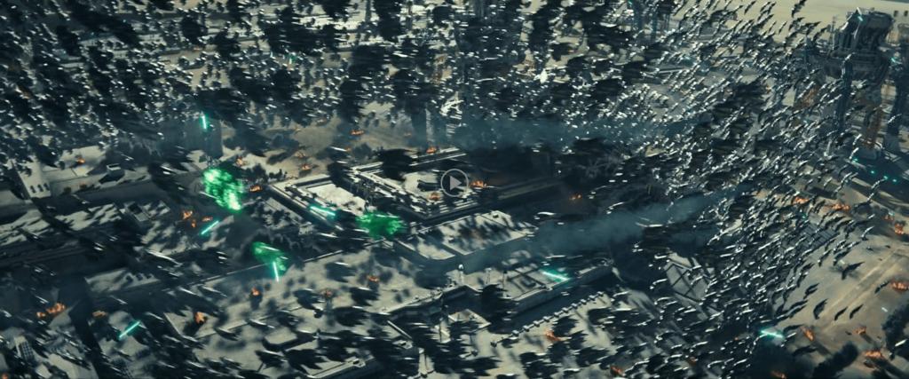 『インデペンデンス・デイ2』で蜂のような戦術をとる敵