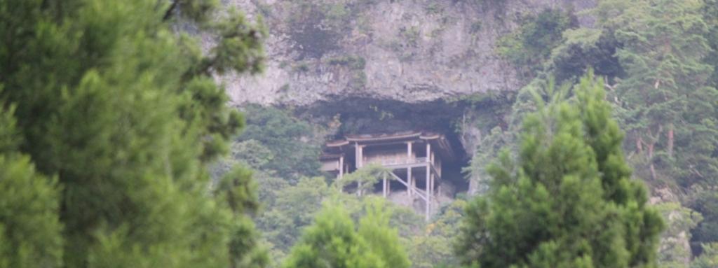 崖の教会に似た、日本の投入堂