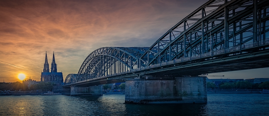 ケルン大聖堂とライン川