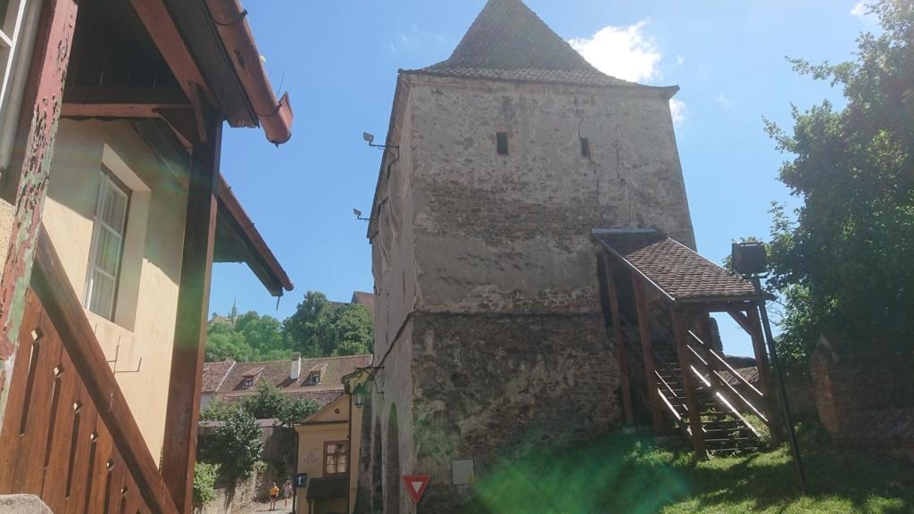 城壁に沿って設置されたギルド塔5