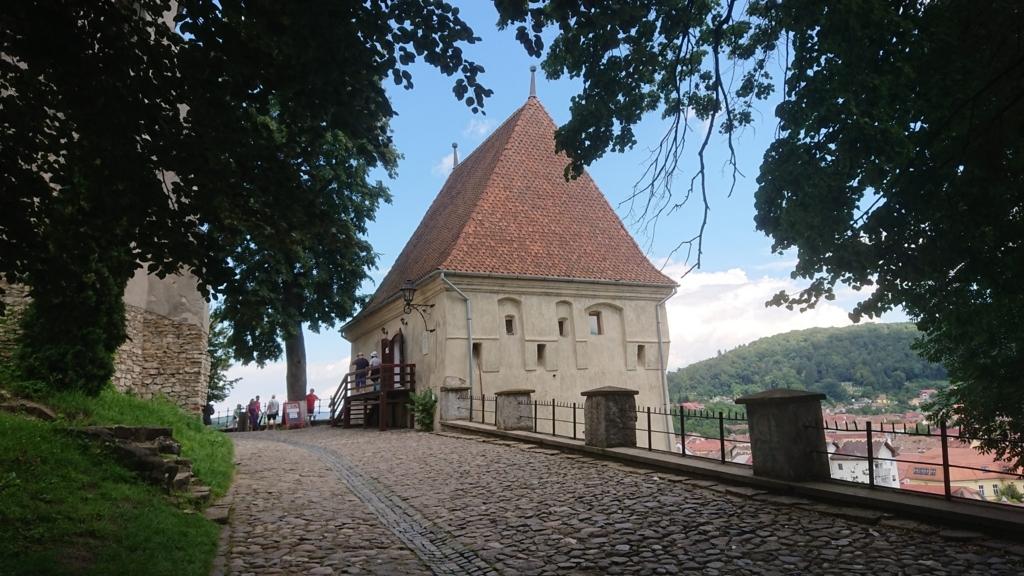城壁に沿って設置されたギルド塔1