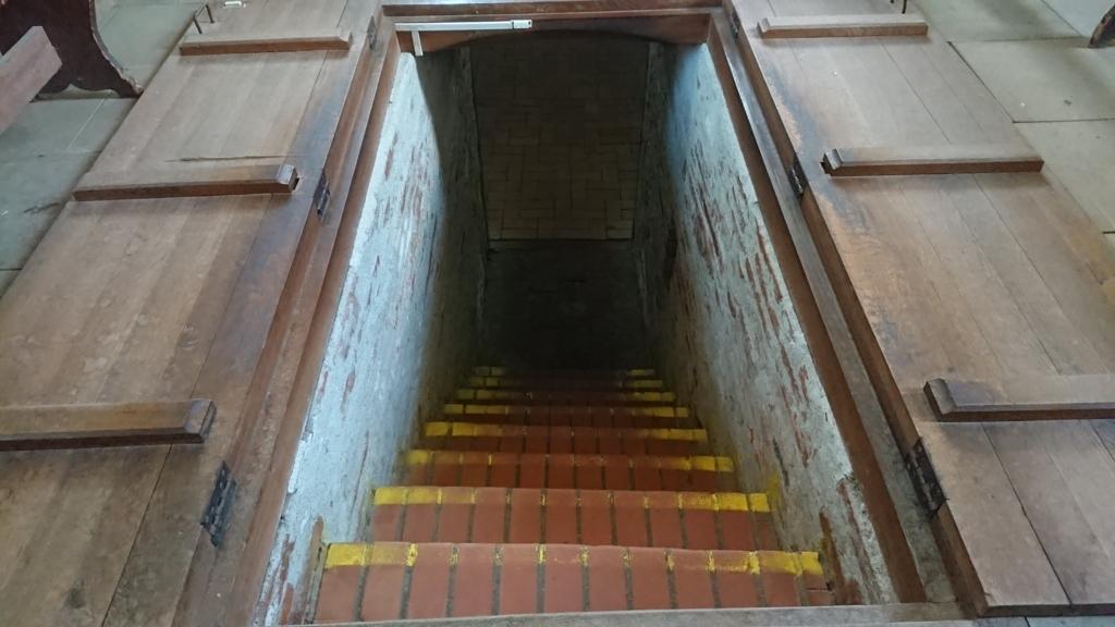 地下への入り口 拡大図