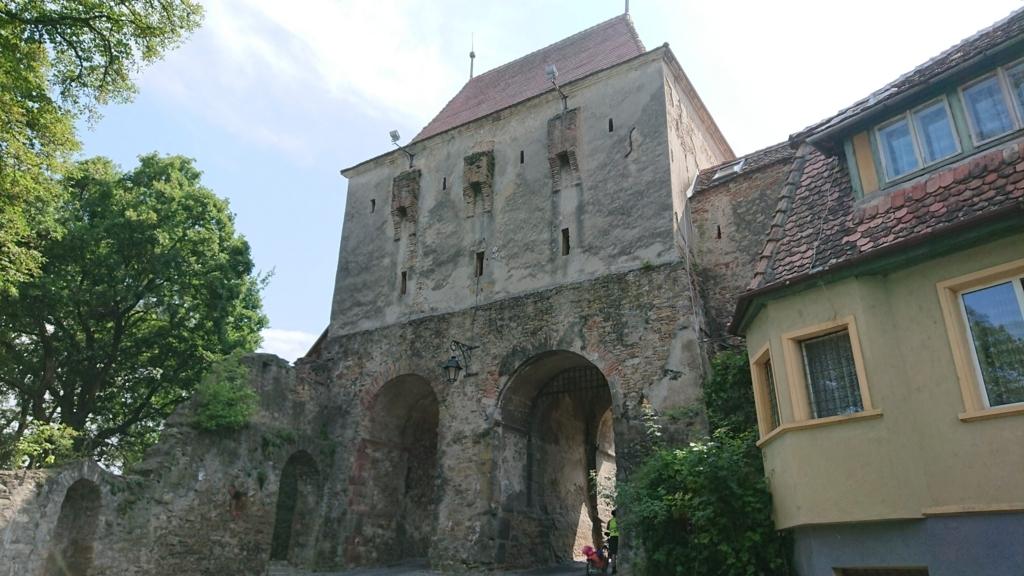 城壁に沿って設置されたギルド塔3