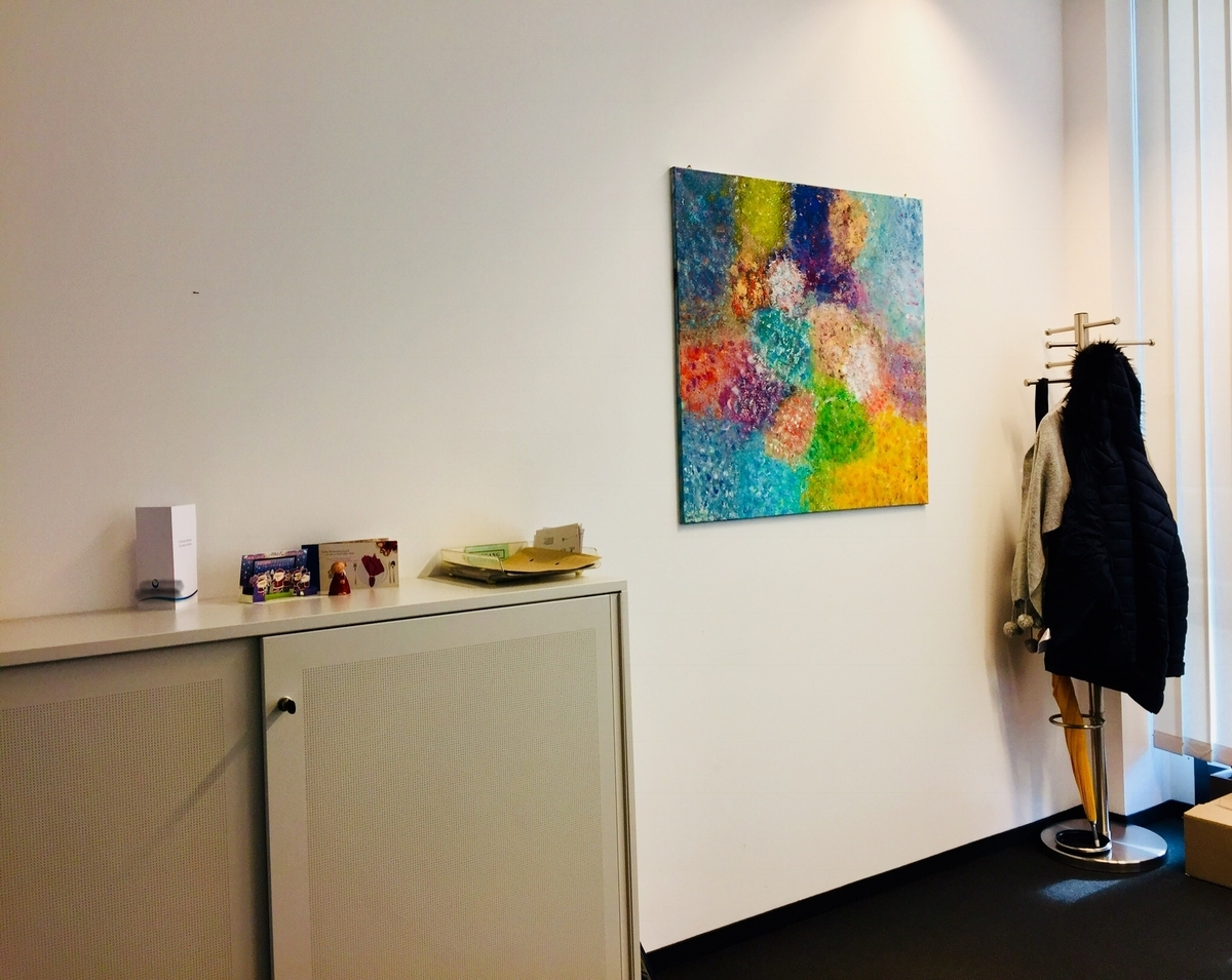 オフィスの飾られた絵