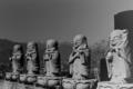 [写真][フィルム][Rollei Retro 400S] Stone Statues / Rollei Retro 400S