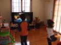 Kinectで激しく遊ぶ子供達