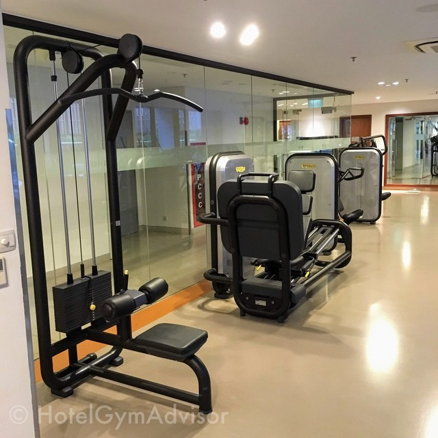 Lat pull down machine in Sila Urban Living