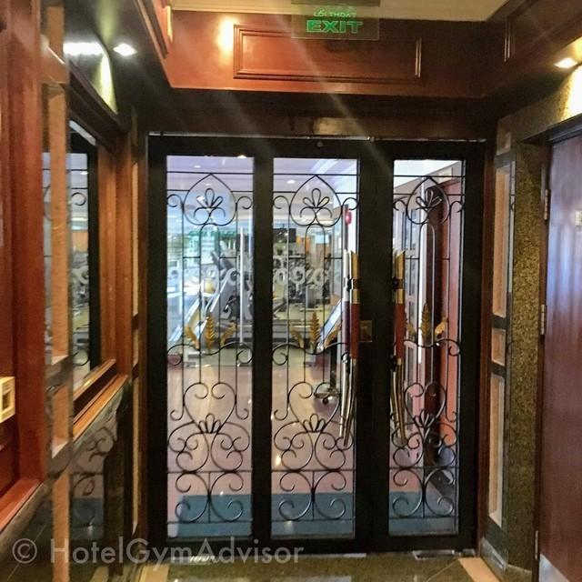 じむの入り口に通じるドア