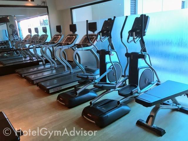 サイゴンプリンスホテルのジムの有酸素系マシン