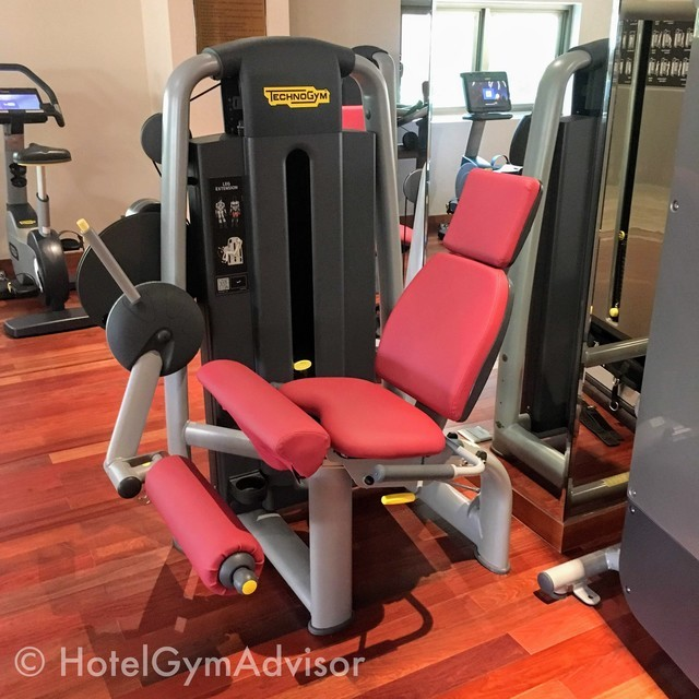 Leg extension machine at Sherwood Suites