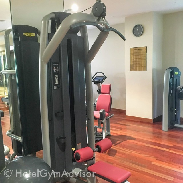 Lat pull down machine at Sherwood Suites
