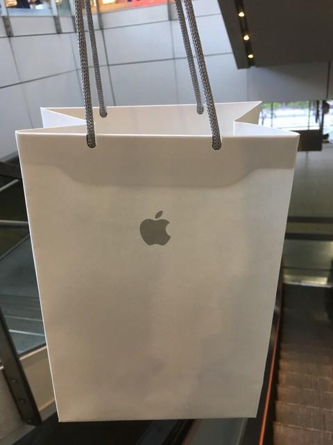 アップルストアの紙袋