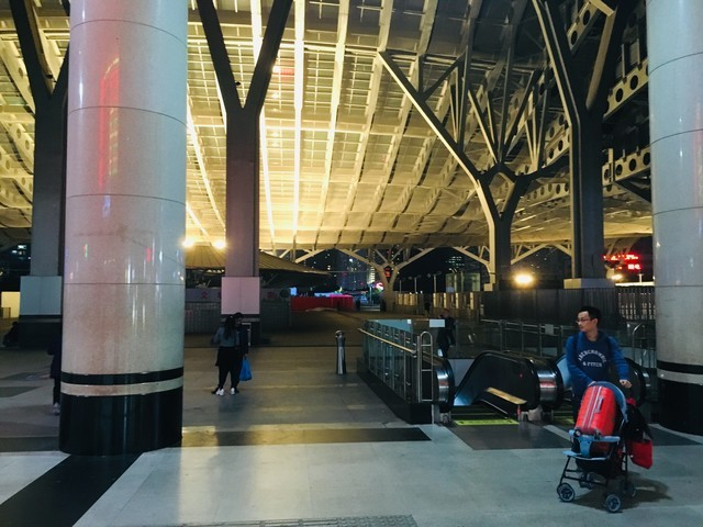 広州東駅を出て目の前の光景
