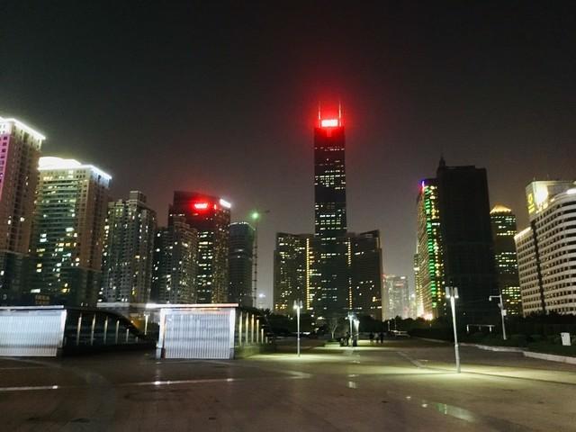 広州東駅周辺に建ち並ぶ高層ビル