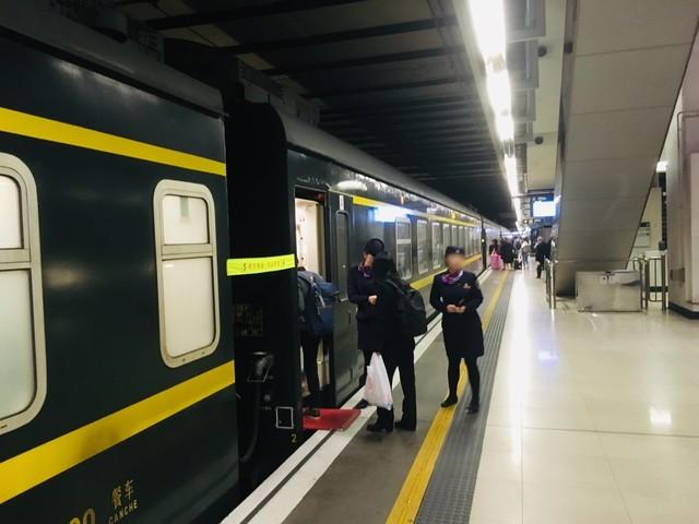 広九直通列車の車両と乗車口