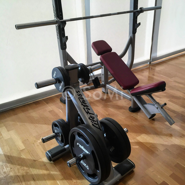 Incline bench press in Stanford Hotel Seoul