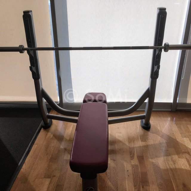 Bench press in Stanford Hotel Seoul