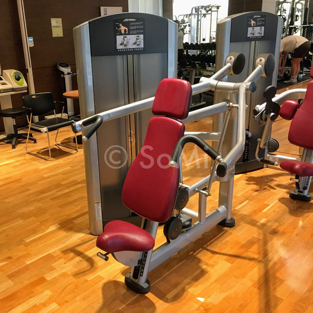 Shoulder press machine in Stanford Hotel Seoul