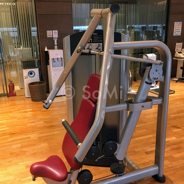 Chest press machine in Stanford Hotel Seoul
