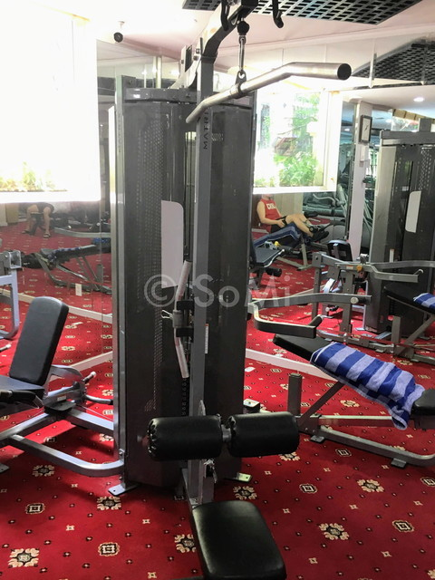 Lat pull down machine at Grand Hotel Saigon