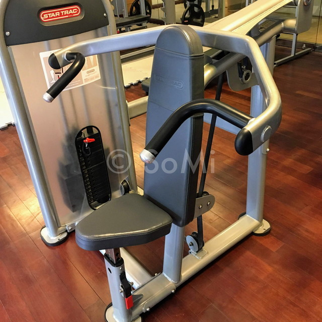 Shoulder press machine at Caravelle Saigon