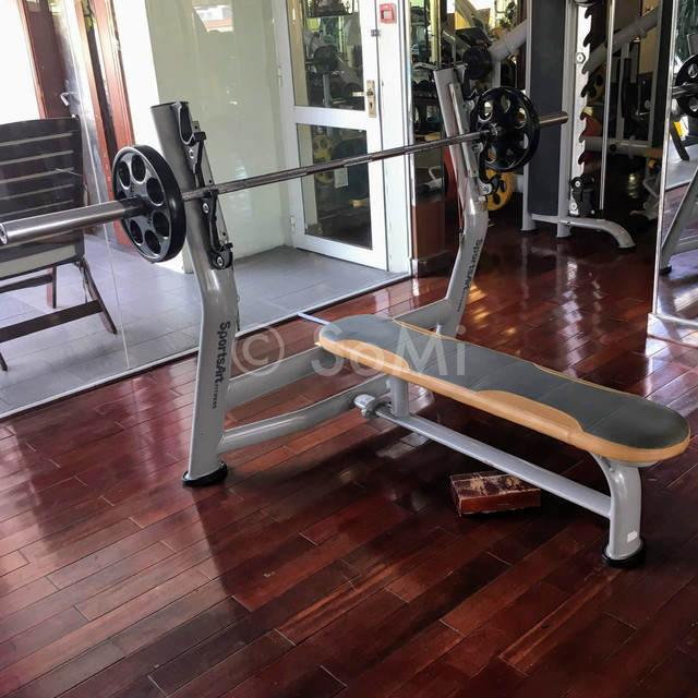 Bench press at Rex Hotel Saigon