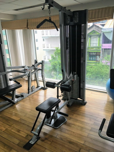 Lat pull down machine at Lancaster Saigon Serviced Apartments
