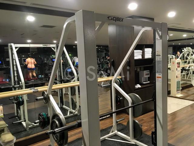 Smith machine in Orakai Insadong Suites